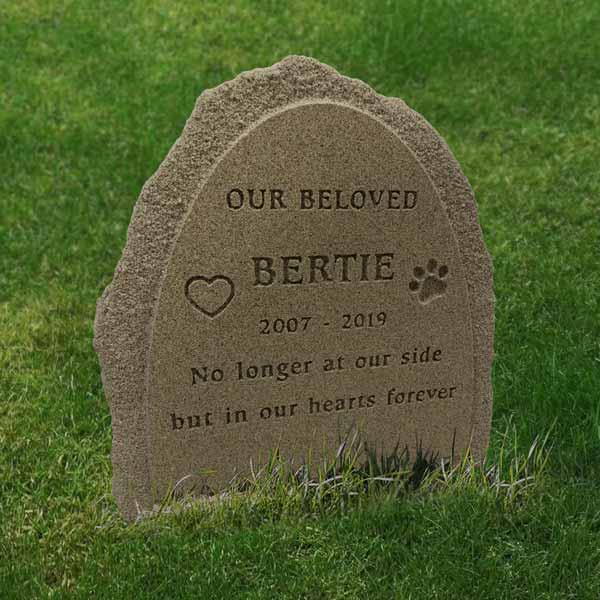 Pet memorial with natural engraving and rustic border