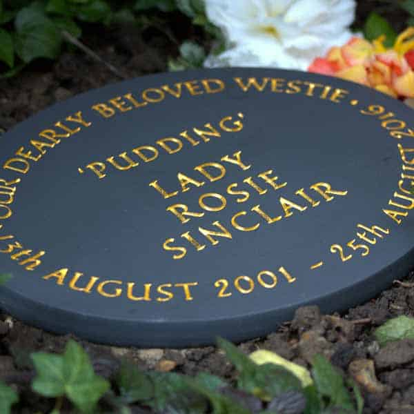 Oval Welsh slate pet memorial with 23.5ct gold inscription