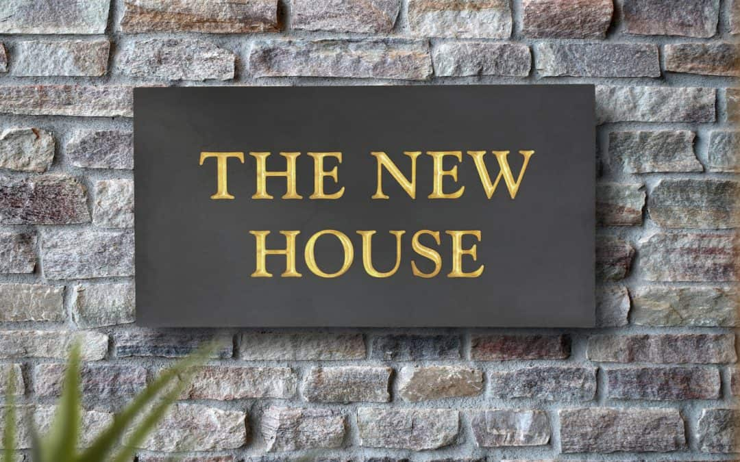 How to choose the right finish for your slate house sign?